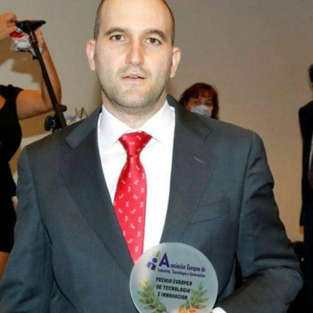 Premio Dr. Gómez Ulla a la ExcelPremio Europeo de Tecnología Innovación - Dr. Pablo Martínez | KLINIK PM